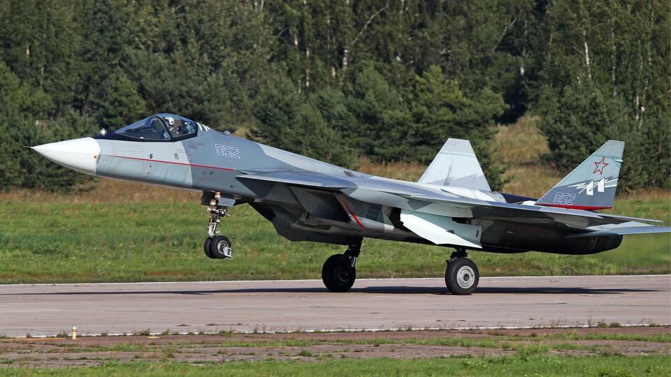 Новый двухместный Су-57 разрабатывают в России