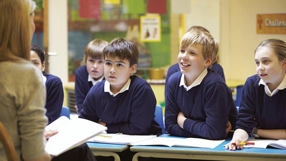 В английской школе запретили фразу 'Доброе утро, мальчики и девочки'