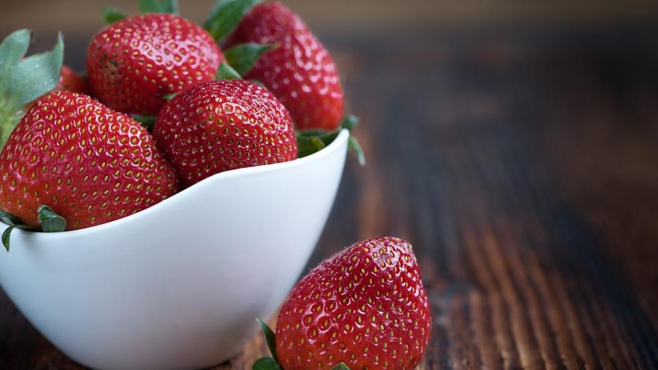 Врач назвал ягоду, снижающую риск возникновения нескольких видов рака