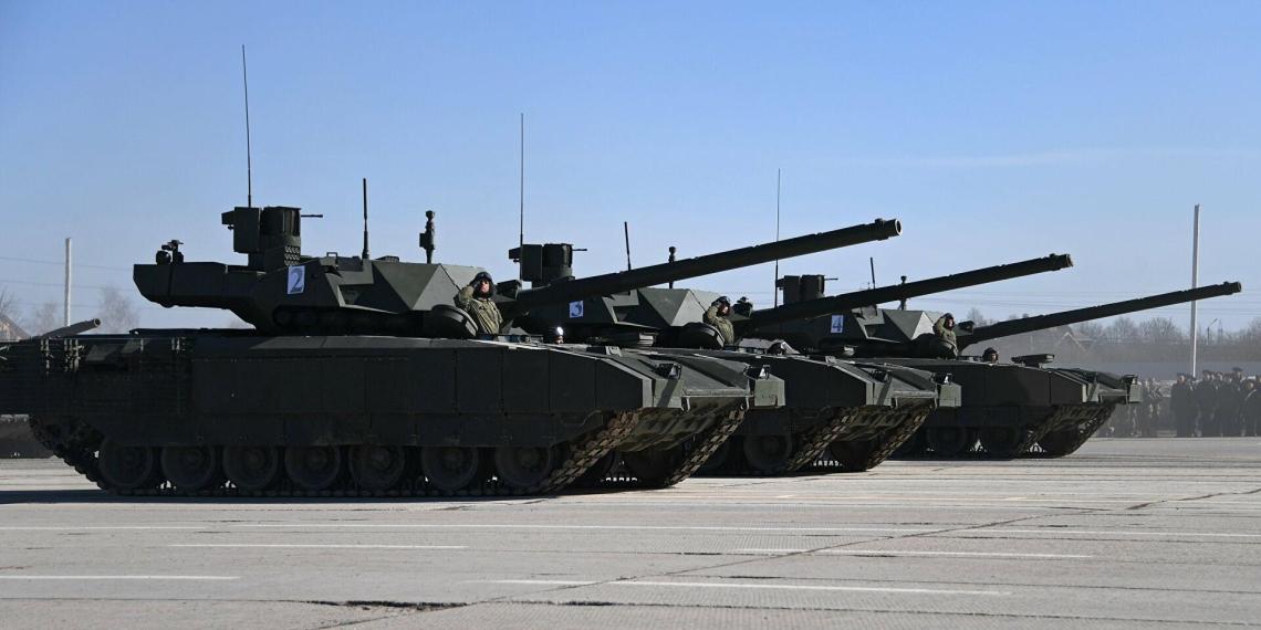 Названы сроки начала поставок 'Арматы' в армию