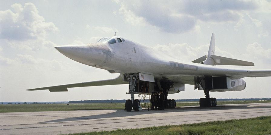 В США назвали российский Ту-160 'гигантским грузовиком с ракетами'