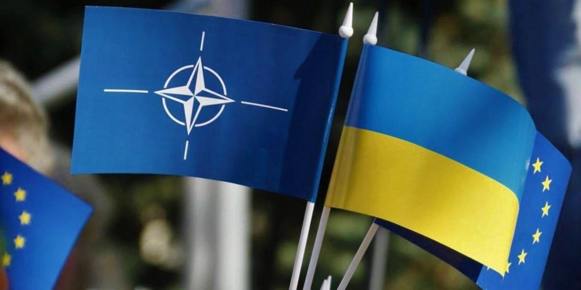 Киев: Запад 'тормозит' вступление Украины в НАТО, чтобы не раздражать Россию