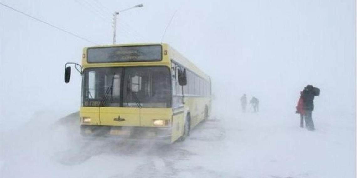 Водитель автобуса в Красноярском крае высадил детей в метель в 'воспитательных целях'