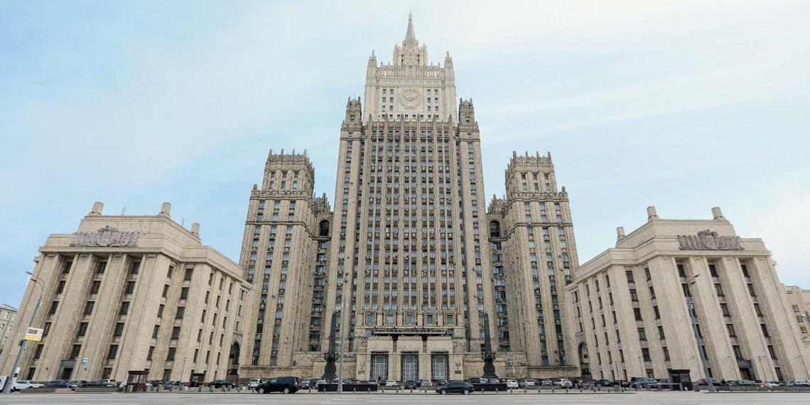 МИД назвал США противником и потребовал держаться подальше от Крыма