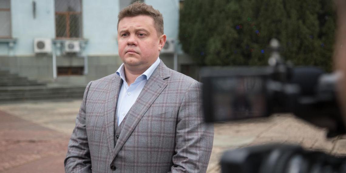 Вице-премьер Крыма получил штраф за отказ надеть маску в самолете