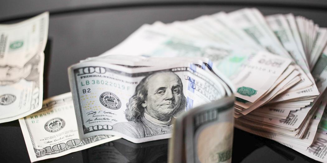Подсчитано число долларовых миллионеров среди клиентов российских банков