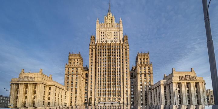 В МИД призвали оградить Россию от 'ядовитого' доллара