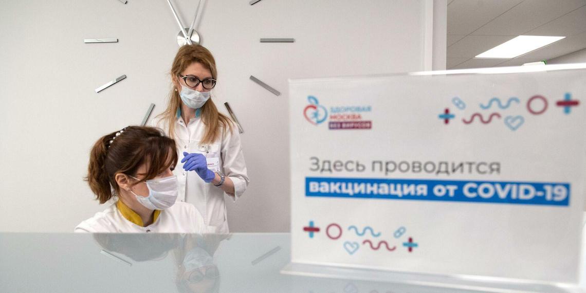 Более 650 тысяч москвичей старше 60 лет привились от коронавируса