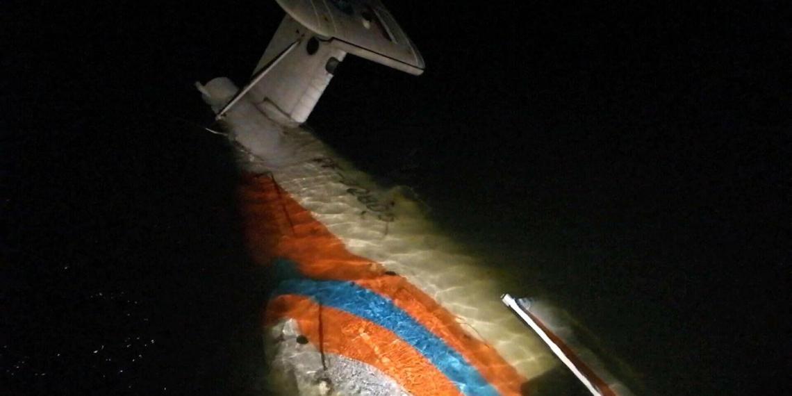 Инспектор рыбоохраны спас двоих членов экипажа упавшего вертолета Ка-32