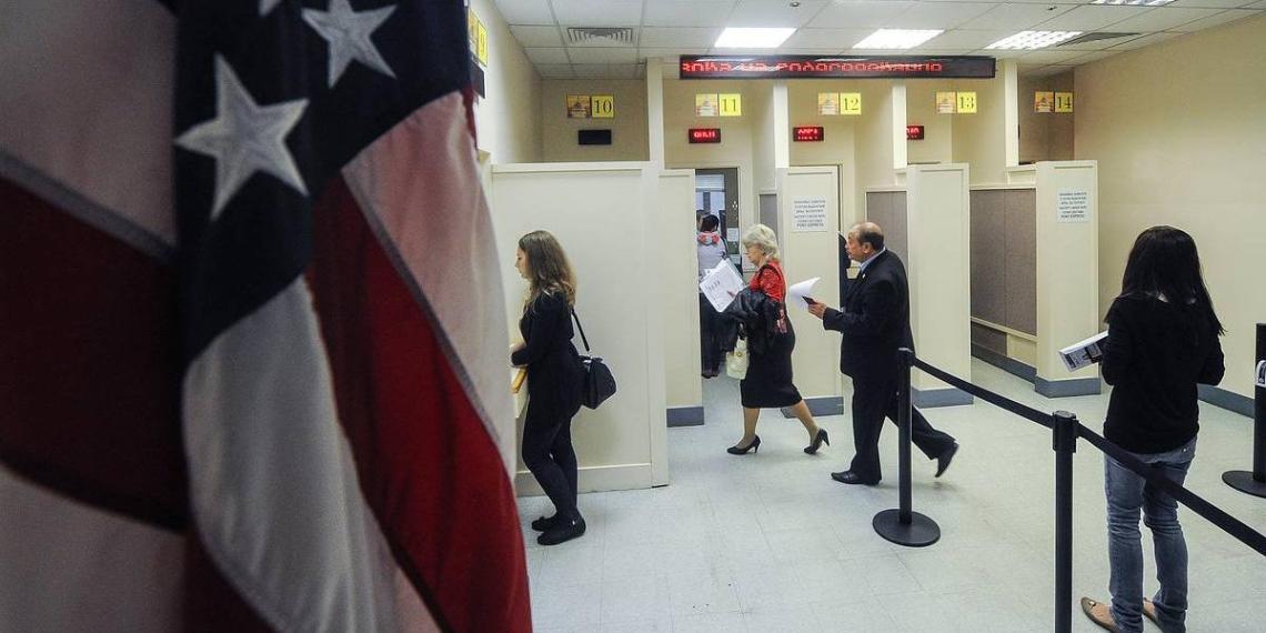 Россия решила отложить запрет посольству США нанимать иностранцев