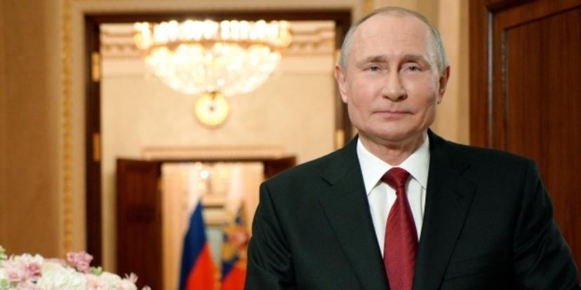 Президент РФ поздравил женщин с Международным женским днём