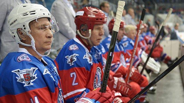 Bloomberg (США): Путин выходит на лед в матче за страну, которой нет
