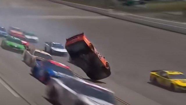 Fox News (США): NASCAR снижает скорость автомобилей после страшной аварии