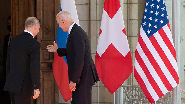 Helsingin Sanomat (Финляндия): Путин самодовольно ухмылялся, но для Байдена это было сносной ценой встречи