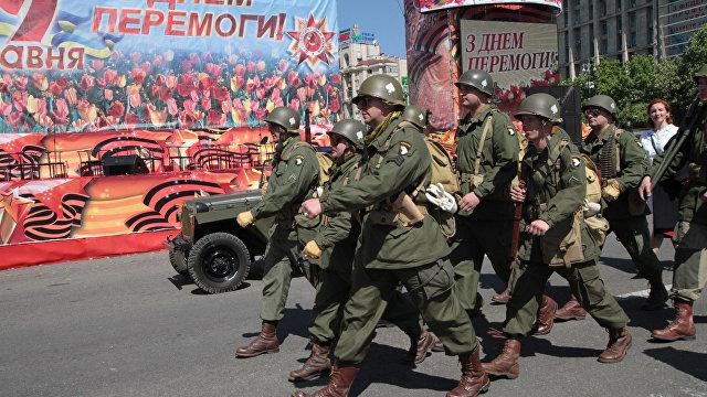 Страна (Украина): «За символику Победы — тюрьма, за нацистскую — админпротокол». Как в Киеве зиговали на День Победы