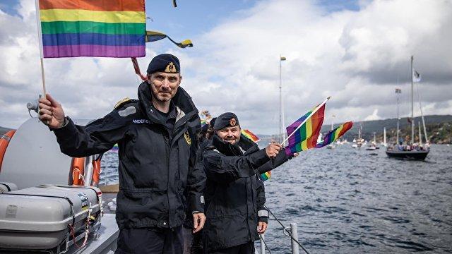 NRK (Норвегия): норвежский флот принял участие в гей-параде