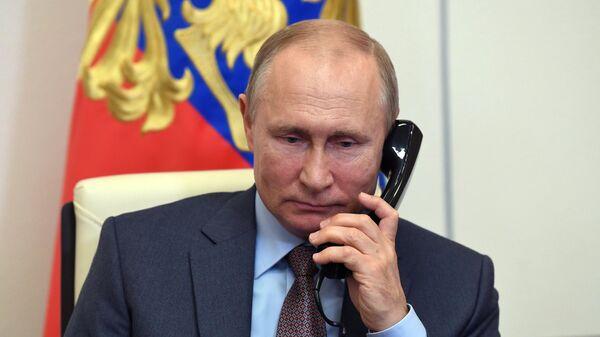 Путин провел телефонный разговор с президентом Кубы