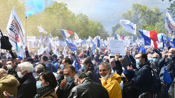 В Париже прошла массовая акция полицейских