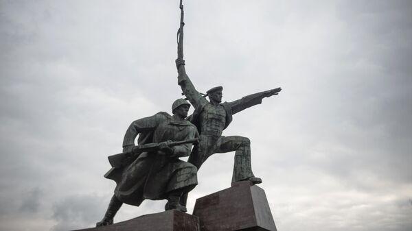 В Севастополе вандалы осквернили памятник солдату и матросу