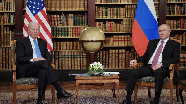 Байден и Путин обсудили развитие минского процесса, заявили в Белом доме