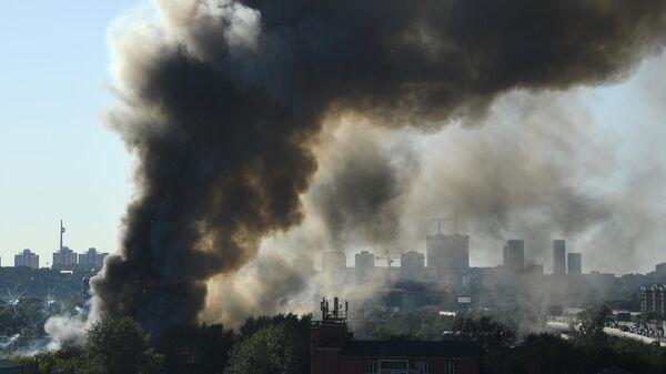 К тушению пожара в центре Москвы привлекли катер и три вертолета