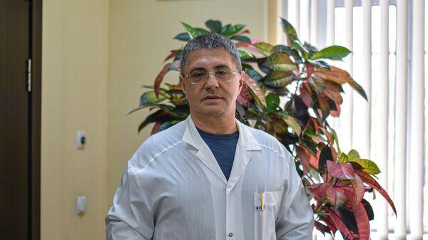 Мясников заявил, что вакцина не остановит коронавирус