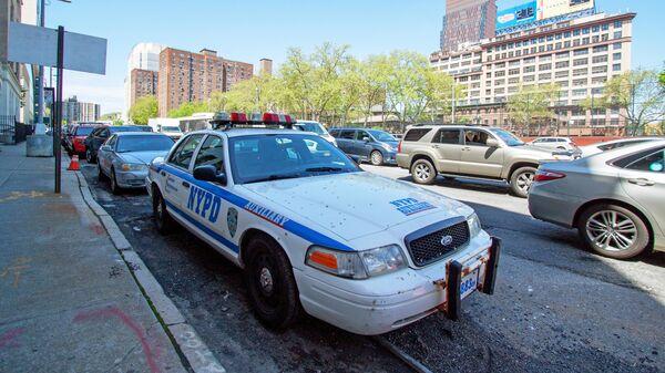 В центре Нью-Йорка неизвестный выстрелил в женщину и ребенка