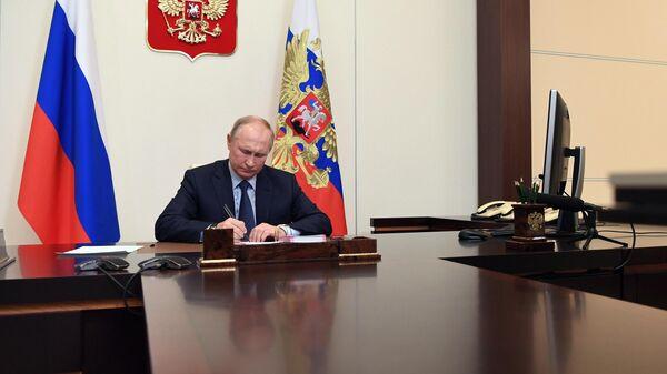 Путин подписал закон о переаттестации духовенства с зарубежными дипломами