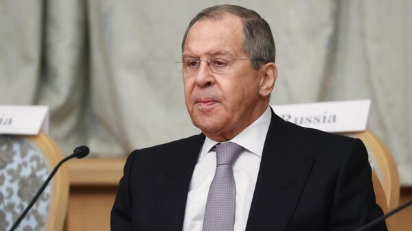 США ведут опасную игру со спичками, заявил Лавров