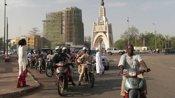 Мали закрывает границы и вводит комендантский час, сообщили СМИ