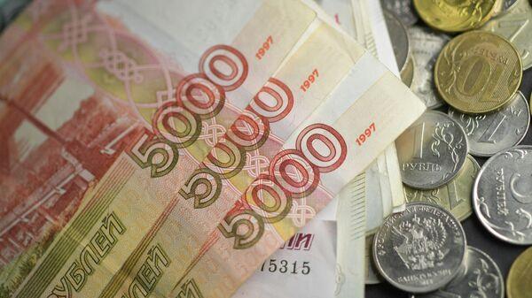 Эксперт объяснил, как банки 'раскручивают' на дорогие кредиты