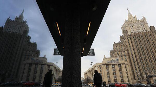 МИД: Россия минимизирует ущерб для россиян в Чехии от высылки дипломатов