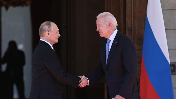 Саммит в Женеве не изменил политику антироссийских санкций, заявила Псаки