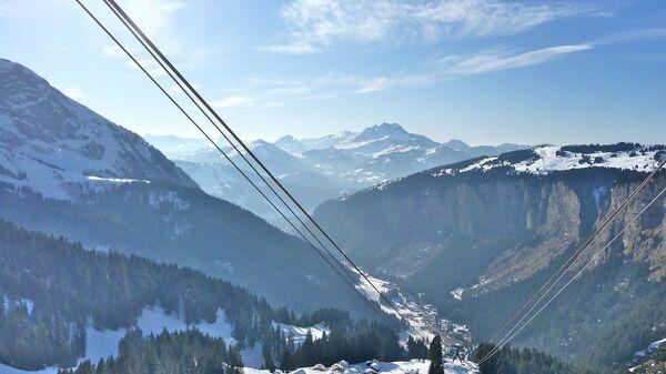 При сходе лавины во французских Альпах погибли четыре человека