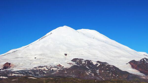 На Эльбрусе спасли получившую травмы альпинистку