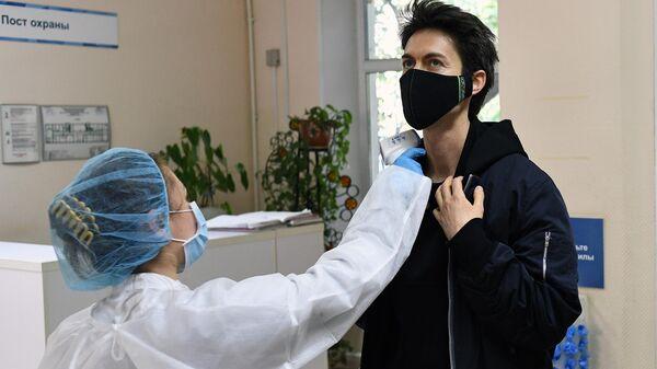 Врач рассказал о влиянии весеннего спада иммунитета на COVID-19