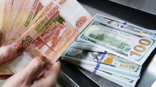 Россиянам посоветовали, на что лучше заменить доллары