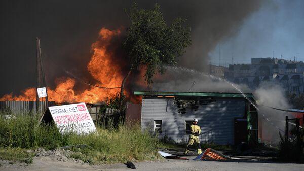К тушению пожара на АЗС в Новосибирске привлекли более 60 человек