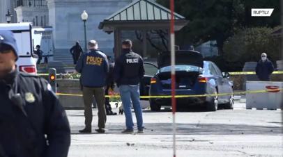 Один полицейский погиб, один пострадал: в США мужчина протаранил КПП у Капитолия
