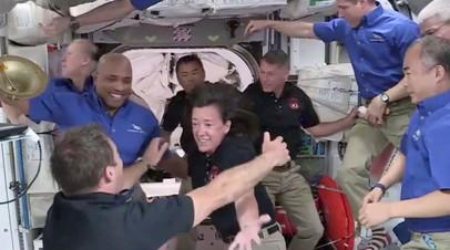 Экипаж Crew Dragon 2 перешёл на МКС