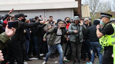 Начало матча АПЛ между «Манчестер Юнайтед» и «Ливерпулем» отложено из-за протеста фанатов