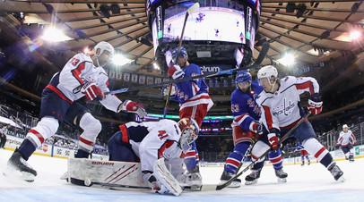 Игроки «Вашингтона» и «Рейнджерс» устроили массовую драку на первой минуте матча НХЛ