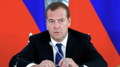 Медведев прокомментировал добровольность прививок