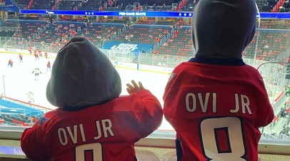 Сыновья Овечкина поддержали отца в первом матче плей-офф НХЛ