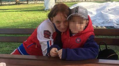 «Стресс для ребёнка»: в Москве мать-одиночка с инвалидностью добивается восстановления в родительских правах