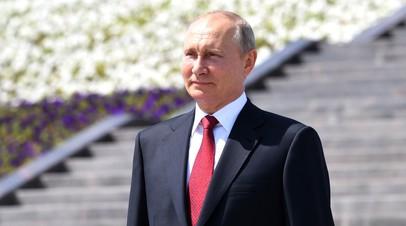Путин вручает госпремии и золотые медали «Герой Труда РФ»