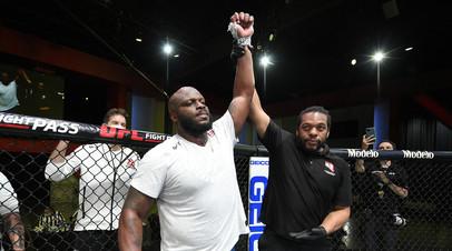 Льюис повторил рекорд UFC по числу нокаутов