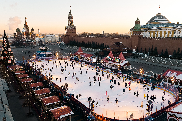 Холодная погода позволила продлить работу открытых катков в Москве