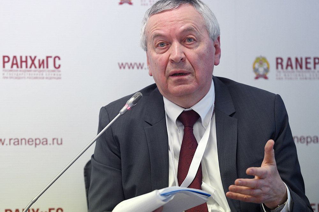 Евсей Гурвич: В ФНБ может поступать по 2-2,5 трлн рублей нефтяных сверхдоходов ежегодно