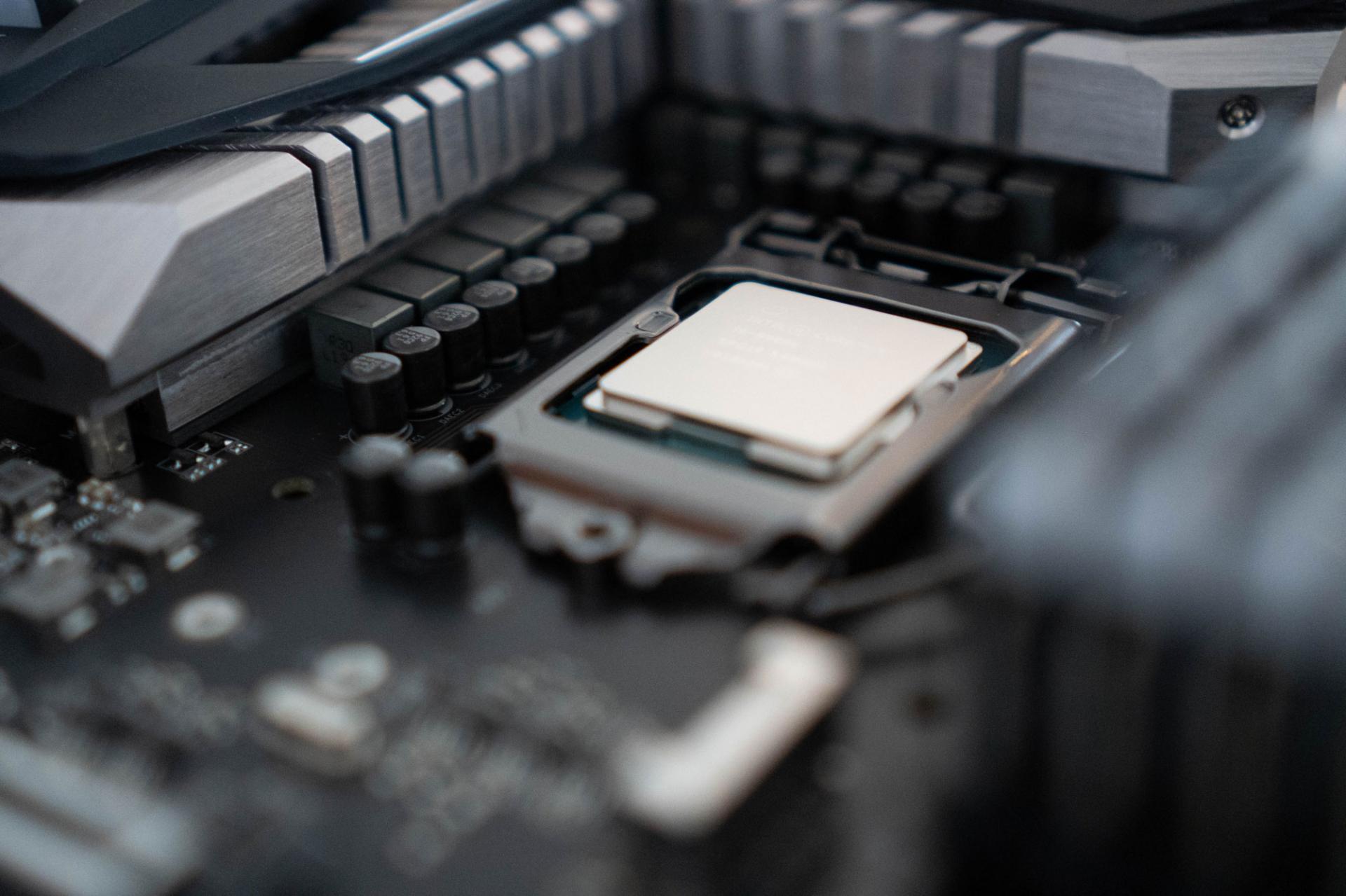 Процессор Intel разогнали до рекордных 8,37 ГГц